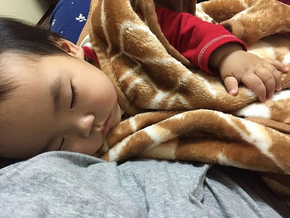 安らかな寝顔の赤ちゃん