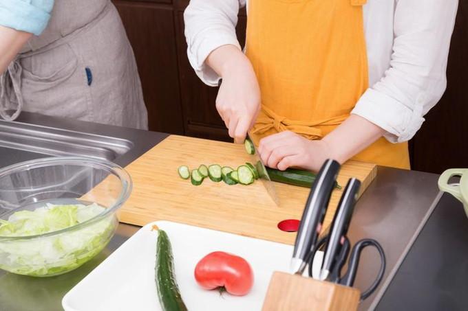 端午の節句で振舞う料理の調理風景