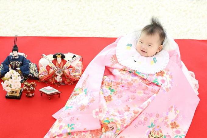 初節句で笑う赤ちゃん