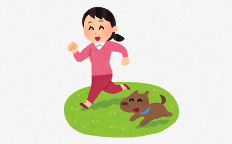 外で犬と散歩
