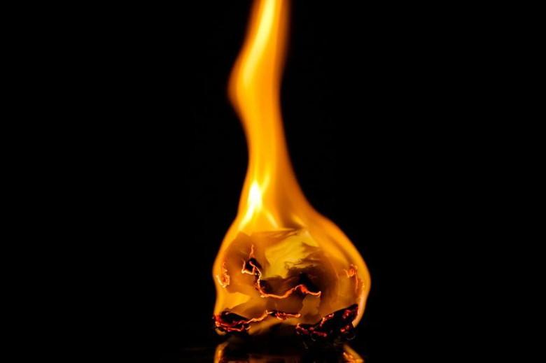 着火剤に潜む火事の危険性