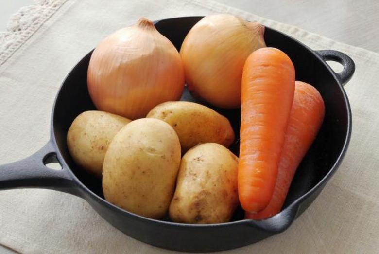ジャガイモ玉ねぎ人参など野菜具沢山