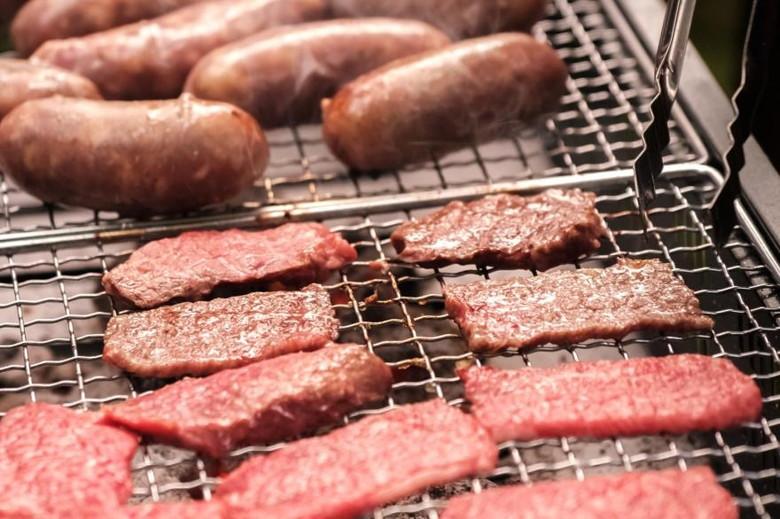 お肉やウインナーのバーベキュー