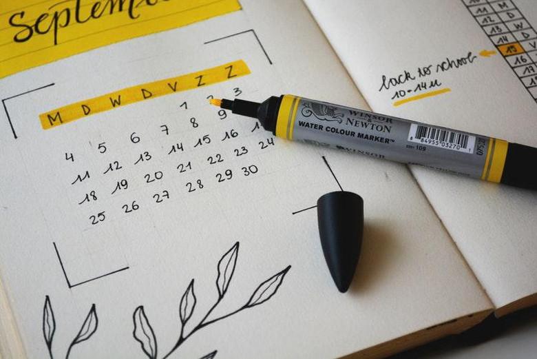 カレンダーを見ながらスケジュール管理