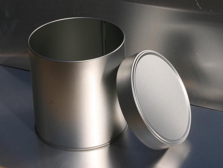 バーベキューで使う金属製容器