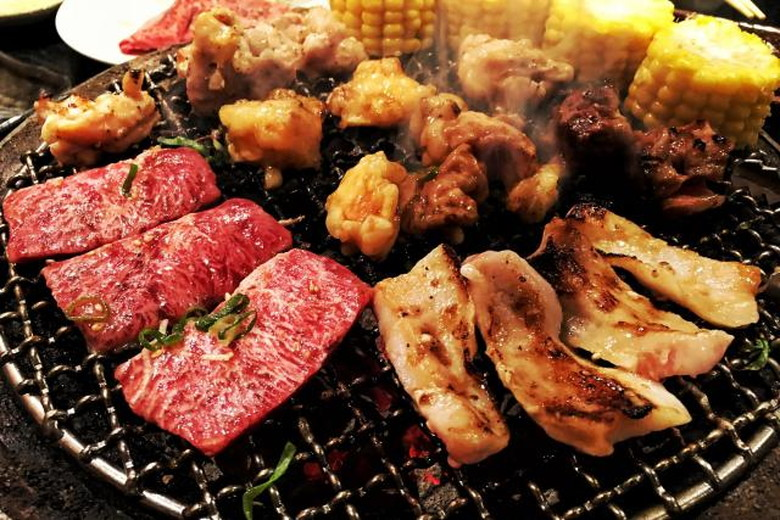 七輪バーベキューで豪勢に肉を焼く!