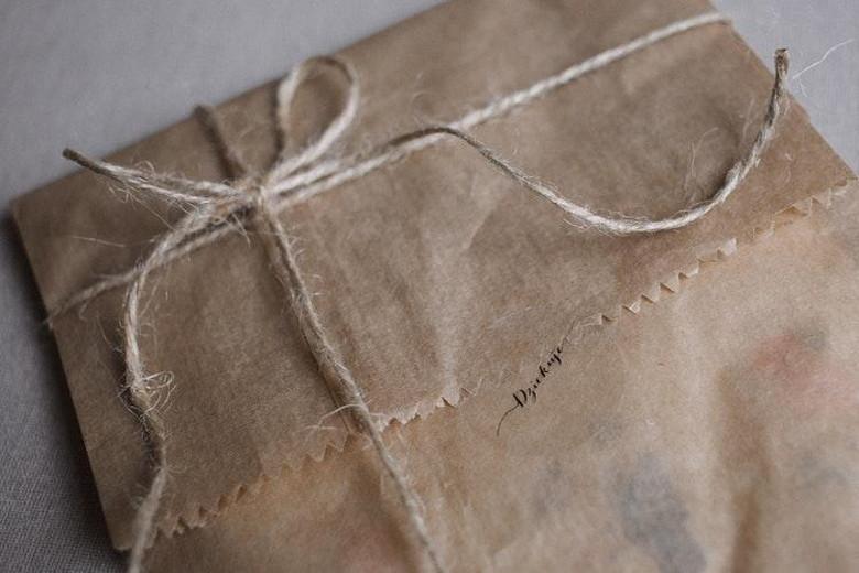 贈り物を包装する袋